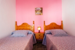 dormitorio-dos-camas-rosa